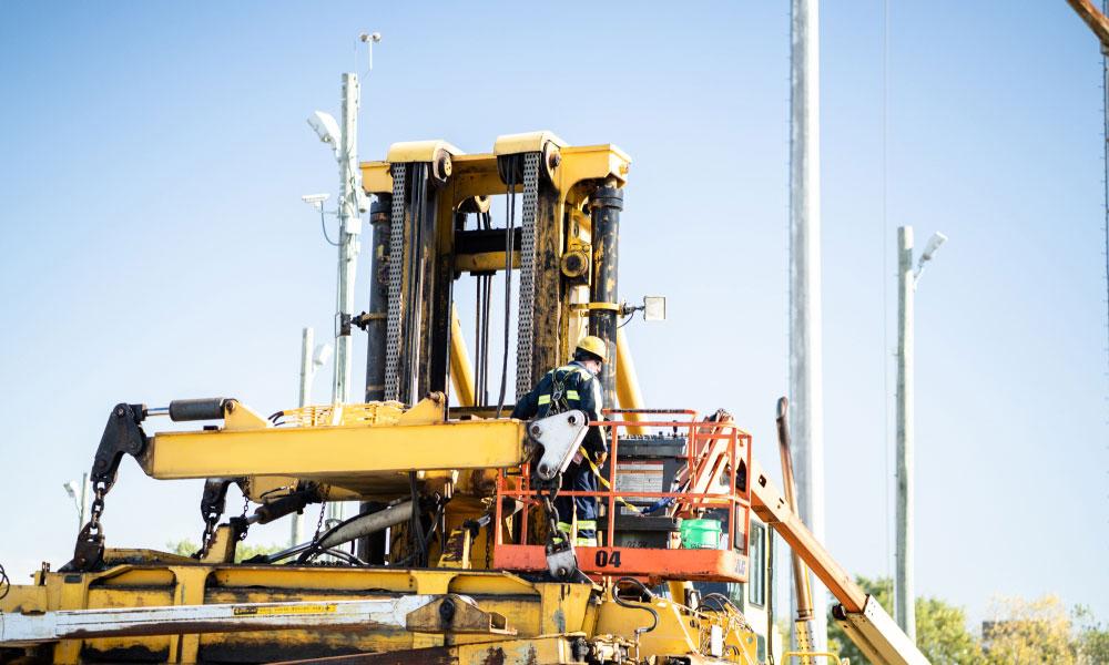 Bulk Team Member Operating MI-Jack Series III Equipment - Intermodal